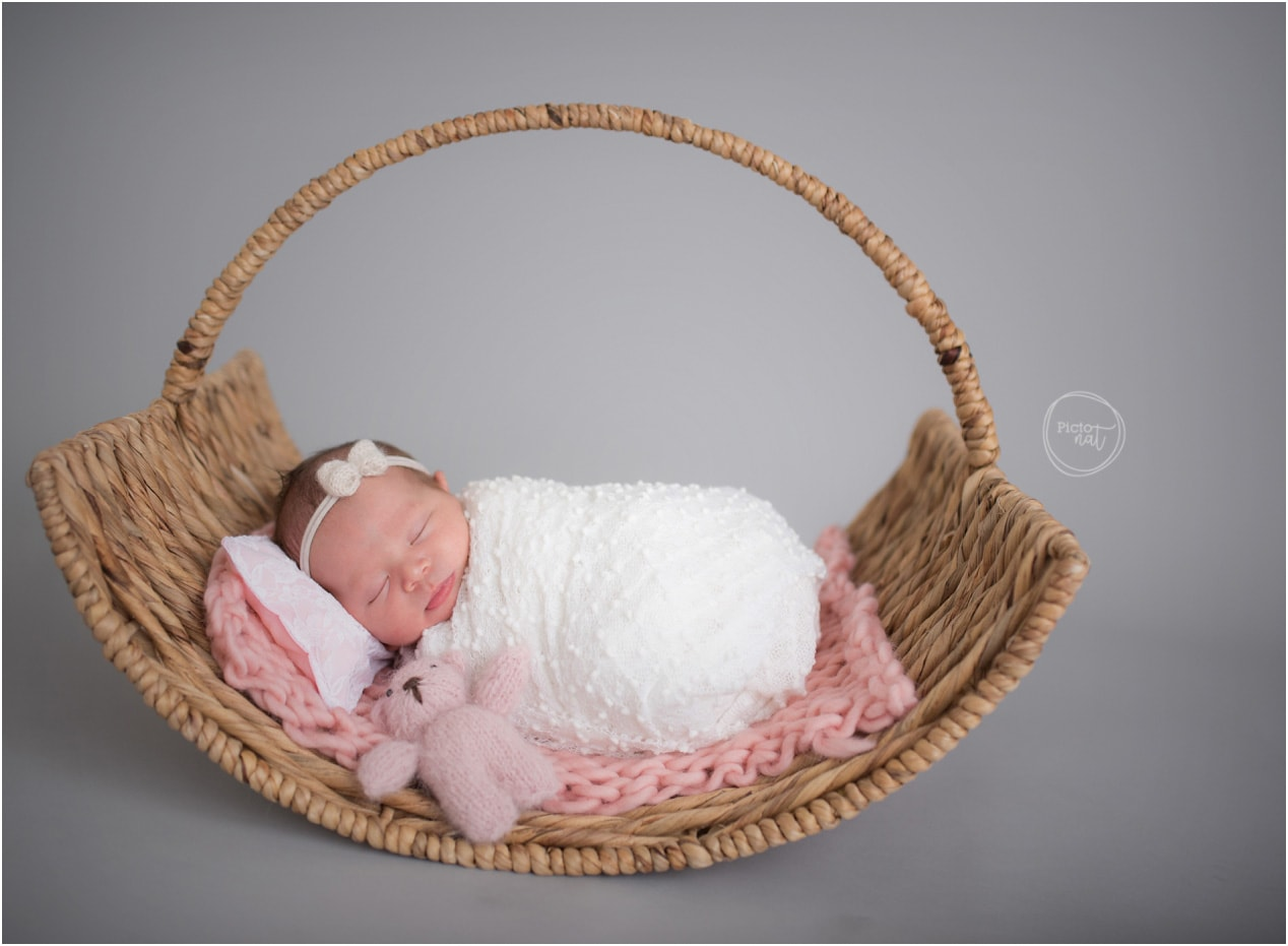 Pictonat Photography - Newborn Session Toronto