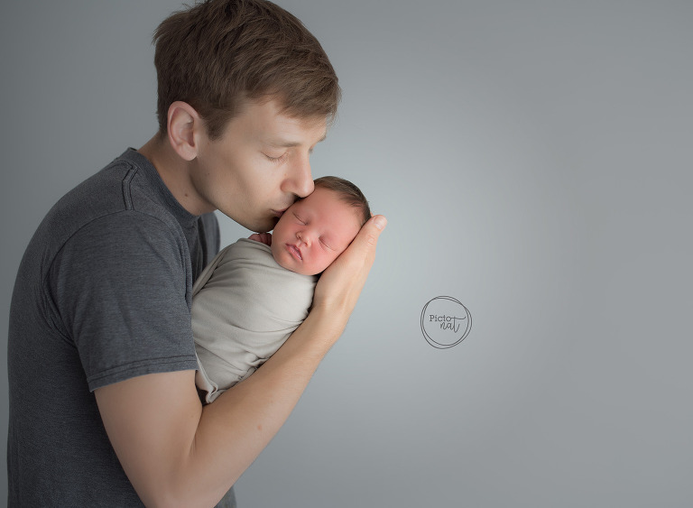 Pictonat Photography Newborn Daddy daughter